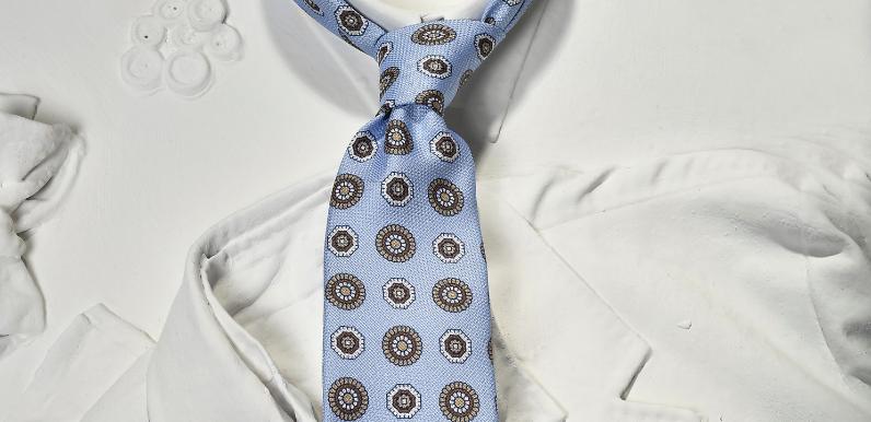 |cravatta seta eredi chiarini|cravatta blu con motivi geometrici|cravatta blu regimental uomo|cravatta blu cachemire|cravatta seta marrone fantasia|paisley tie brown|paisley tie white and brown||||||||||