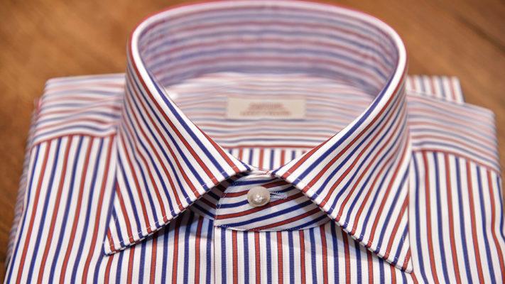 close up colletto camicia a righe uomo