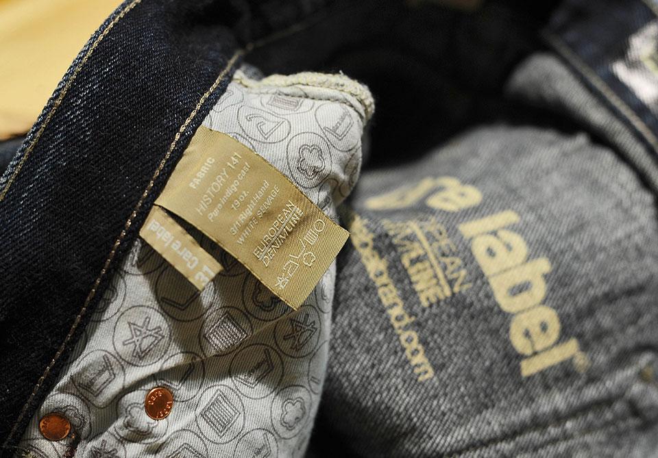 Close up etichetta jeans Care Label
