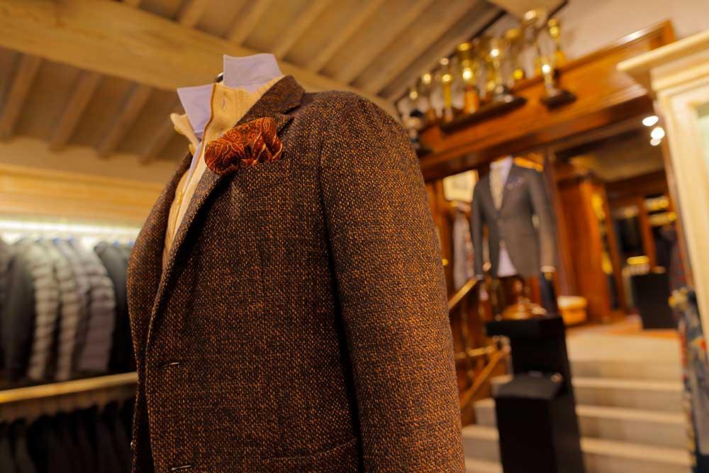Il negozio Eredi Chairini - particolare giacca