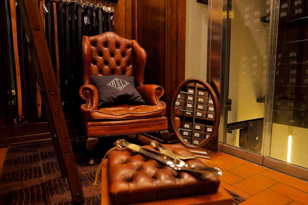 Il negozio Eredi Chairini - l'angolo delle scarpe classiche