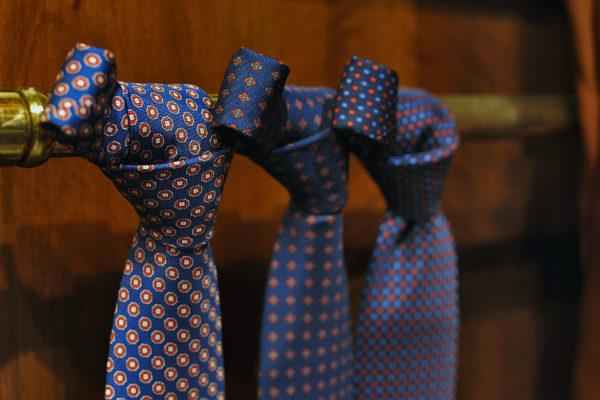 Sartorial ties Eredi Chiarini|filo cravatta artigianale|cravatte sartoriali autunno inverno eredi chiarini firenze|nodo cravatta sartoriale|Close up cravatte autunno inverno Eredi Chiarini