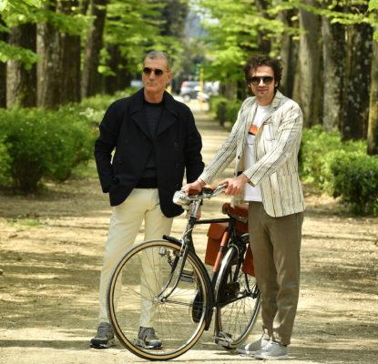 uomini in bici oltrarno firenze|outfit uomo primavera|