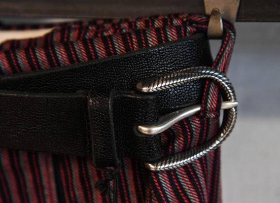 cintura uomo casual con fibbia stondata incisa
