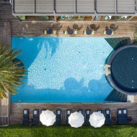 hote byron piscina