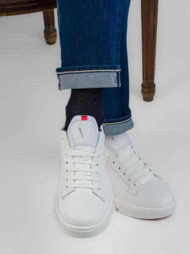 v design sneaker bianca
