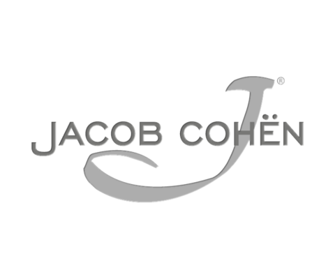 Jeans Jacob Cohen: perfetta vestibilità, fatti con tessuti pregiati e arricchiti con dettagli preziosi. Jacob Cohen a Firenze lo trovi da Eredi Chiarini